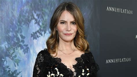 jennifer jason leigh new show annihilation whitewashing jennifer jason leigh defends