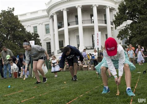 white house egg roll in photos 139th easter egg roll at the white house upi com