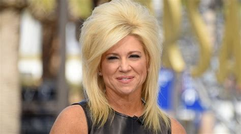 theresa caputo car long island medium s theresa caputo reading and vacation