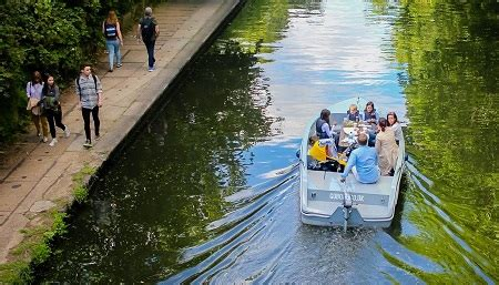 self drive boats in london at goboat kids days out