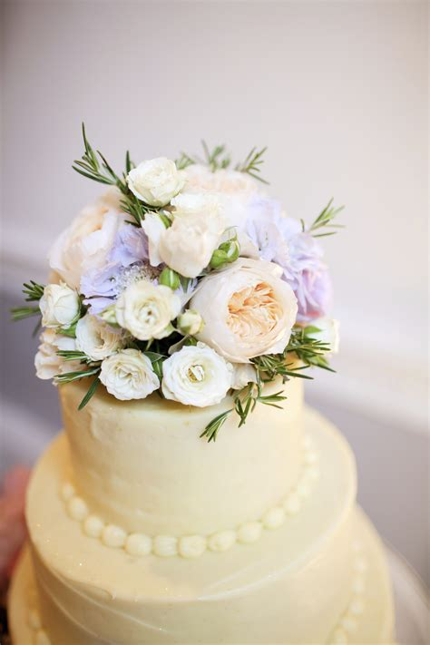 Wedding Cake Tops by Best Ways To Use Fresh Flowers On Your Wedding Cake