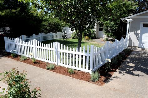 Garden Picket Fence Ideas Picket Fencing Designs With Small Picket Fence Garden Design Popular Home Interior Decoration