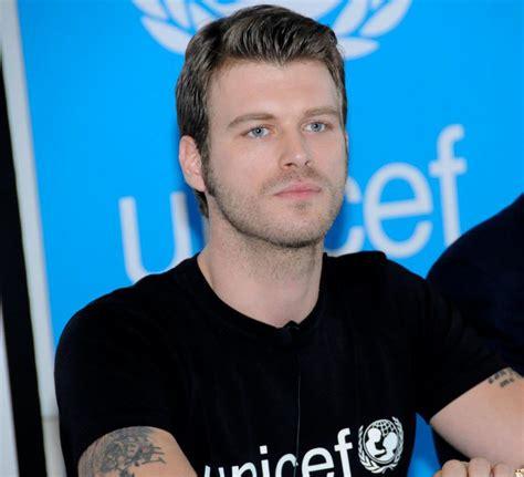 handsome actor with blue eyes kivanc tatlitug turkish actor handsome blue eyes wallpaper