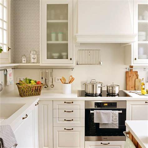 ideas para aprovechar el espacio en las cocinas peque 241 as distribucion de muebles en cocina peque 241 a azarak