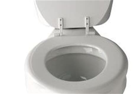 how does it take to toilet a how many gallons of water does it take to flush a toilet home guides sf gate