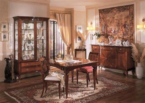 la sala da pranzo sala da pranzo cristalliera tavolo sedie e credenza