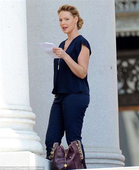 hair style accessories as seen on tv katherine heigl cradles baby bump while filming in
