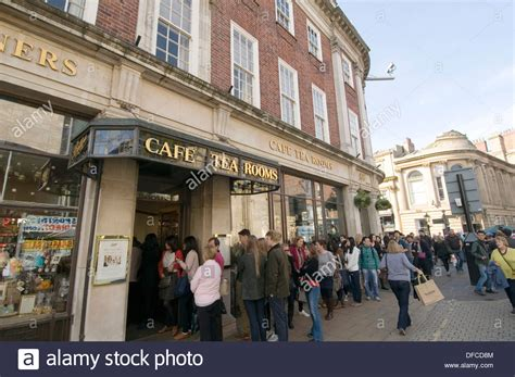 bettys tea room betty s tea room york bettys uk que queuing outside waiting stock photo royalty free
