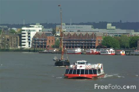 thames river cruise london uk river thames cruise ship london england pictures free