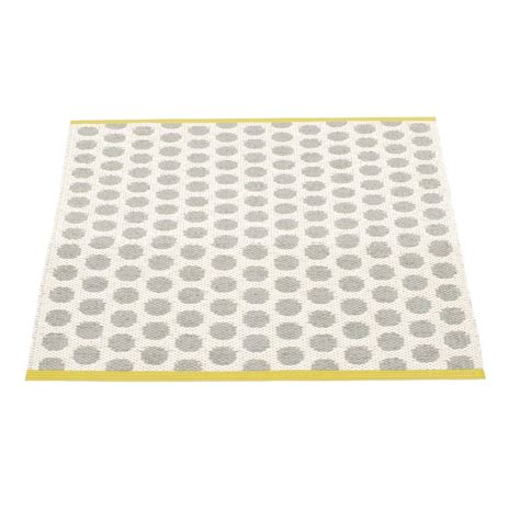 Plastic Outdoor Rugs Noa Plastic Rug 70x90cm Pappelina Outdoor Rugs Outdoor Ambientedirect