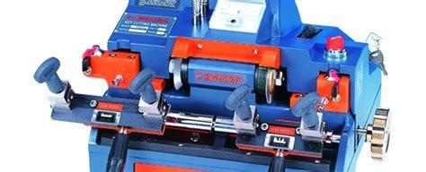 Mesin Duplikat Kunci pentingnya duplikat kunci mobil ahli kunci mobil jakarta remote immobilizer brankas 0852
