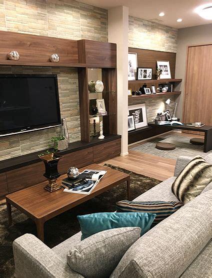 accent köln リビングルーム クッションでアクセントコーディネート 上品なグレイのソファと 落ち着いたアクアブルーのクッション