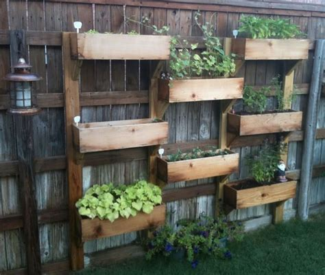 25 ideas for decorating your garden fence vertical