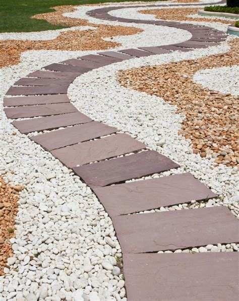 giardini per pietre per giardini vialetto in giardino con pietre