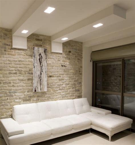 Wonderful Salle De Bain Grande Surface #14: Faux-plafond-salon-%C3%A9l%C3%A9gant-canap%C3%A9-blanc-spots-led.jpg