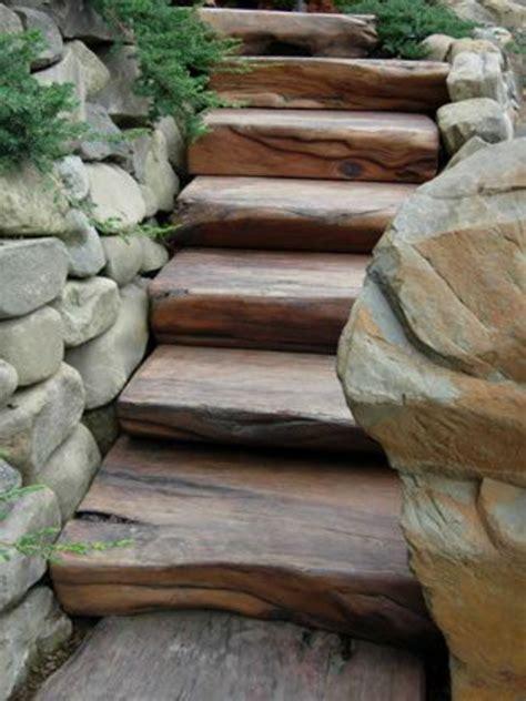 im garten zu hause natursteinmauer mit holz natursteinmauer im garten oder zu