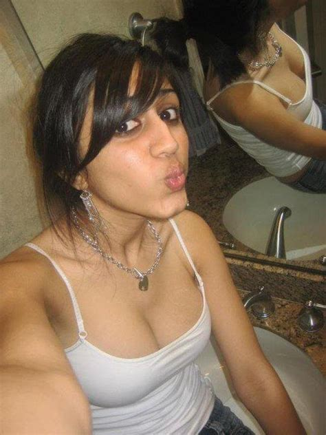 Hot Indian Girls Cleavages Desi Indian Girls