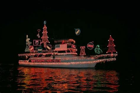 newport beach boat parade traffic best locations to see free holiday lights tourist meets