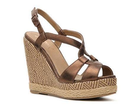 gold sandals dsw gomax gold dust 02 wedge sandal dsw