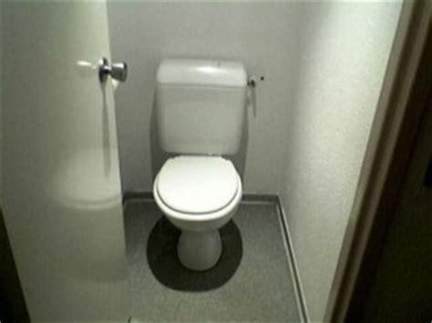 donne fanno la doccia strane abitudini toilette pip 236 in doccia controllare la