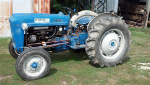 ford 2000 tractors utility 40 100hp deere