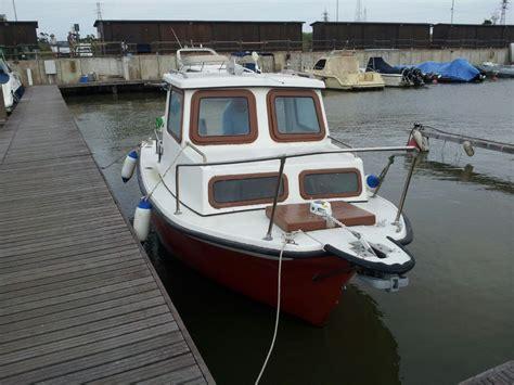 pilotina cabinata usata piombino barca a motore cabinata annunci net