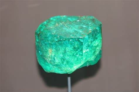 the poet s emerald gemstone meaning and uses
