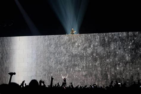 comfortably numb o2 arena roger waters david gilmour quot comfortably numb quot the wall