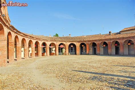 bagna cavallo la piazza nuova di bagnacavallo antica piazza foto