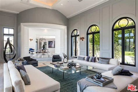 kylie jenner house kylie jenner s beverly hills mansion is up for sale for 163 27 5million photo 2