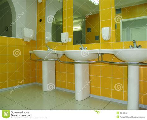 piastrelle gialle stanza da bagno o toletta con lle mattonelle gialle
