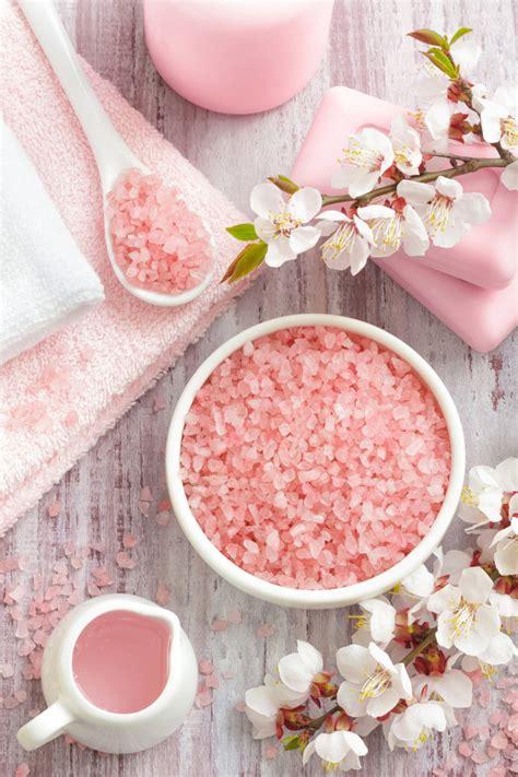 Detox Bath With Himalayan Salt by Himalayan Salt Bath Benefits Detoxify With Himalayan Salt