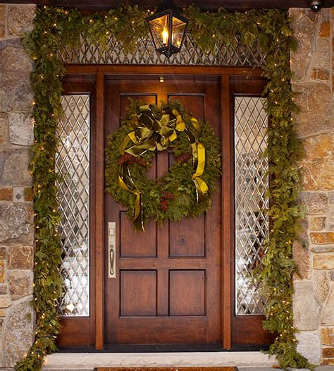 10 Christmas Decorating Ideas For Your Front Porch Front Door Decorating Ideas For