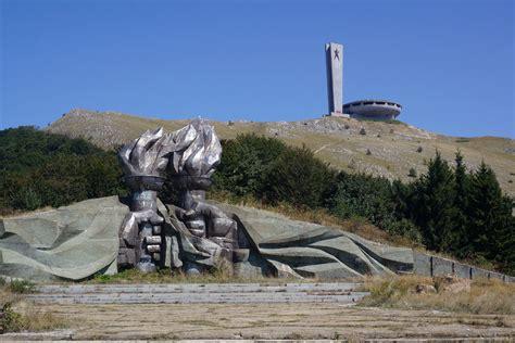 Bulgaria?s UFO: the spell of the abandoned Buzludzha monument