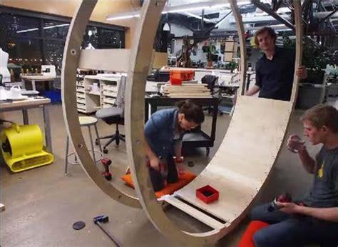 Jam Meja Standing Gitar Unik meja kerja unik bekerja sambil berolahraga