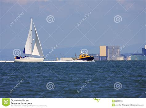 speed boat sound boats in lancaster sound stock photos image 22556293