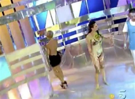 tania llasera wardrobe malfunction watch embarrassing moment wardrobe malfunction exposes tv