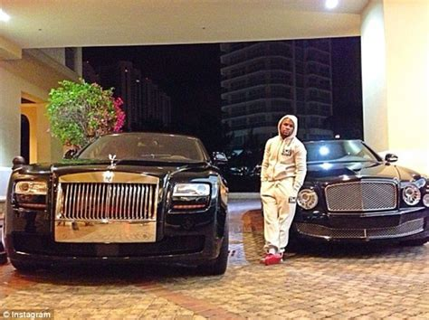 Bentley Weather Floyd Mayweather S Bentley And Two Rolls Royces Go Up In