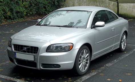 how things work cars 2009 volvo s40 user handbook file volvo c70 front 20091011 jpg wikimedia commons