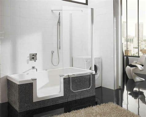 Kleines Badezimmer Ohne Badewanne by Badewanne Mit T 252 R Aktuelle Vorschl 228 Ge Archzine Net