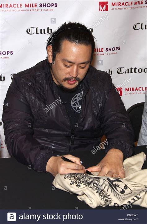 linkin park autograph signing at club tattoo stock photos