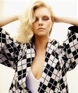 Exclusive interview with quot blurred lines quot video star elle evans