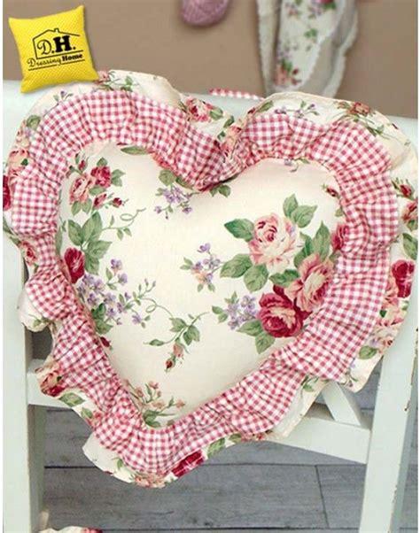 cuscini a forma di cuore oltre 25 fantastiche idee su cuscini panca su