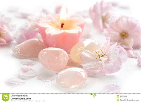 imagenes de rosas con velas flores y piedra preciosa rosadas con la vela foto de