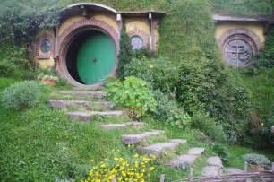 moon to moon the hobbit holes of hobbiton hobbit hole via tumblr image 1050226 by awesomeguy on
