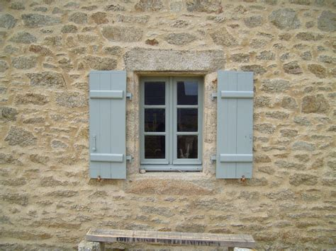 history of house windows file antique windows on stone house jpg wikimedia commons