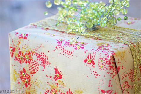 Wrapping Paper Craft - diy wrapping paper from paper doilies