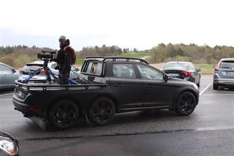 volvos  wheeled crossover camera car