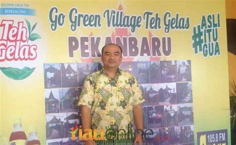 Teh Gelas Di Indo kanye peduli limbah kemasan teh gelas taja gapura hias go green 2017