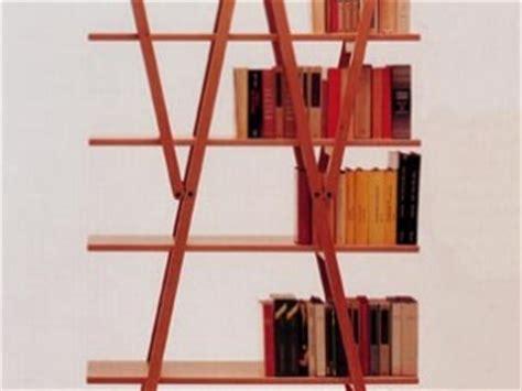 arredamento postmoderno mobili anni 70 estrosi semplici funzionali colorati